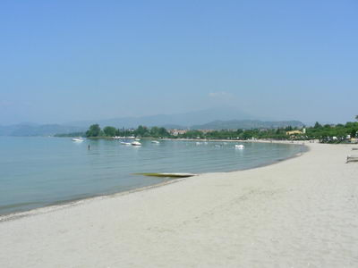 The beach below Lazise has fine and deep sand!