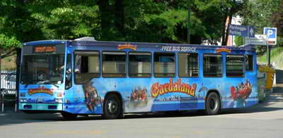 There are free local buses to get to the Gardaland themepark.