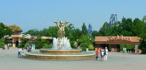 Gardaland is huge, the biggest themepark in Italy!
