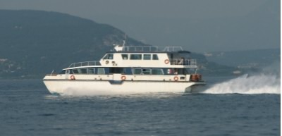 These are very fast catamarans!