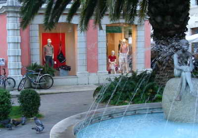 You'll find loads of great clothes shops at the Lake Garda towns