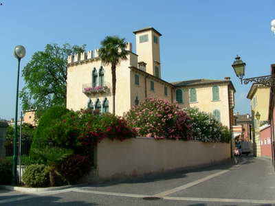 The are some gorgeous properties with loads of character, at Lake Garda