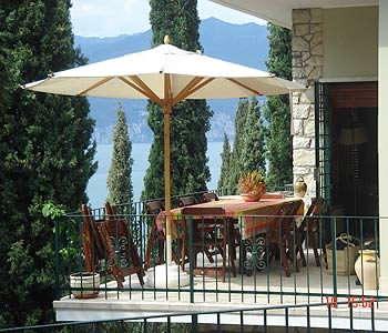 A balcony at residence Dimora Poggio Ulivo