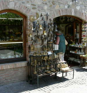 Local craft shop at Sirmione