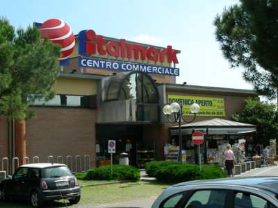 A supermarket at Moniga