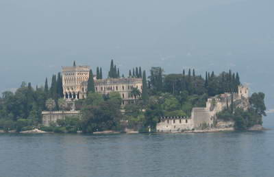 The beautiful villa and gardens at Isola del Garda